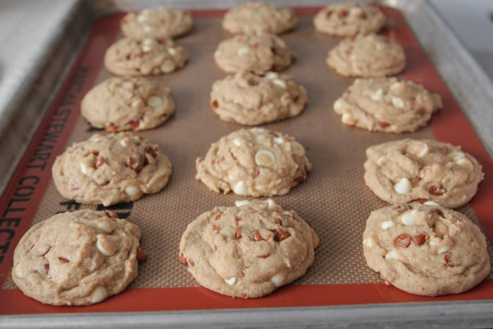 Snickerdoodle-Like Cinnamon and White Chip Cookies 7