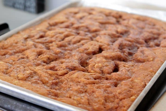 Cinnamon Roll Banana Bread Sheet Cake Recipe-14