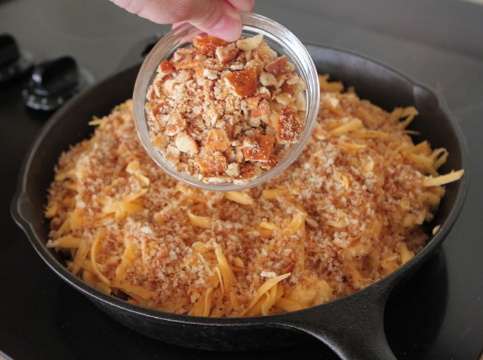 Skillet Baked Mac and Cheese with Bacon Pretzel Topping-11