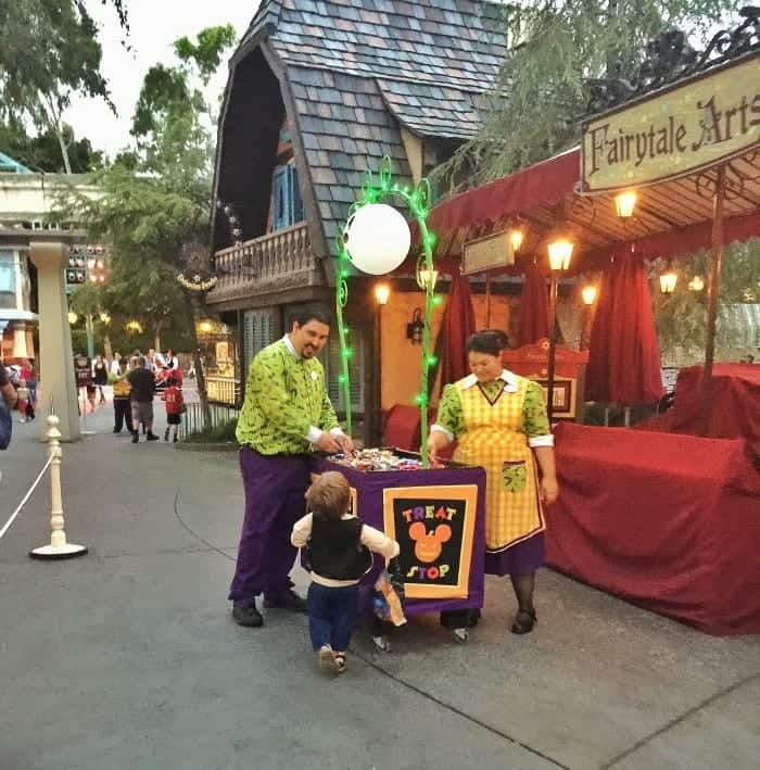 Tips For Visiting Disneyland Resort During Halloween Time