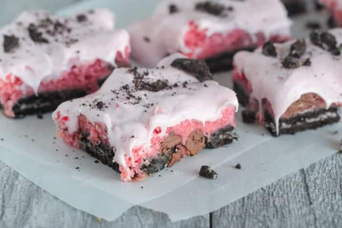 Gooey Oreo Strawberry Cake Bars