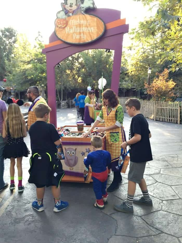 Tips For Mickey's Halloween Party Disneyland Park