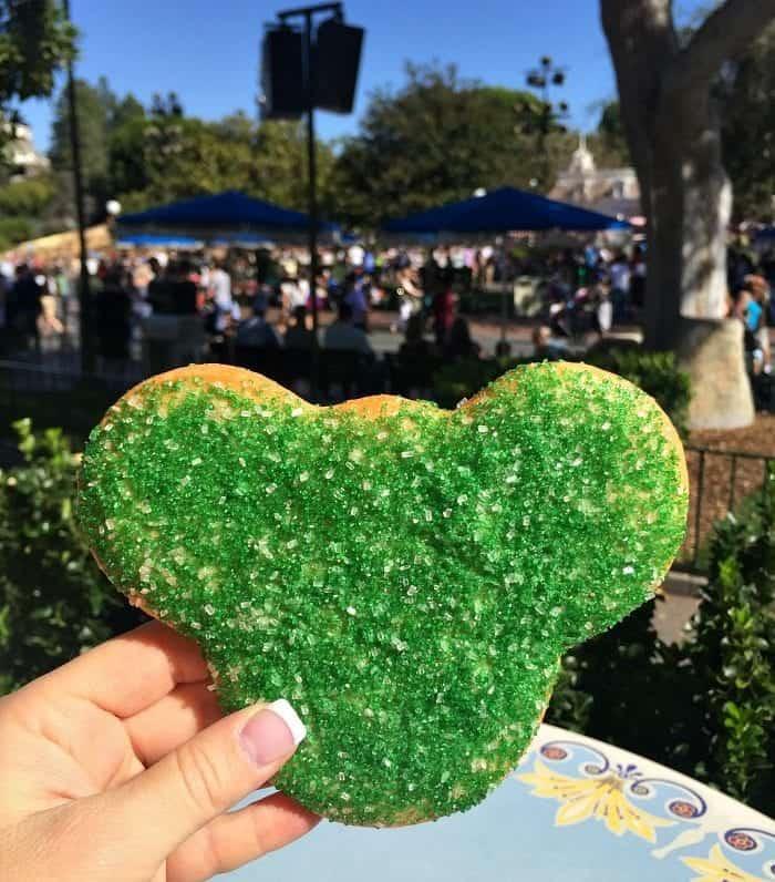 The Best Christmas Treats at Disneyland Park