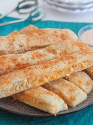 breadstick recipe on serving plate