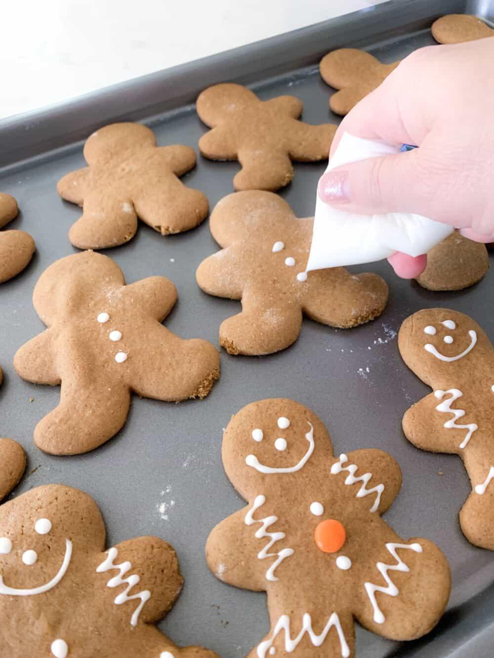icing gingerbread man cookies