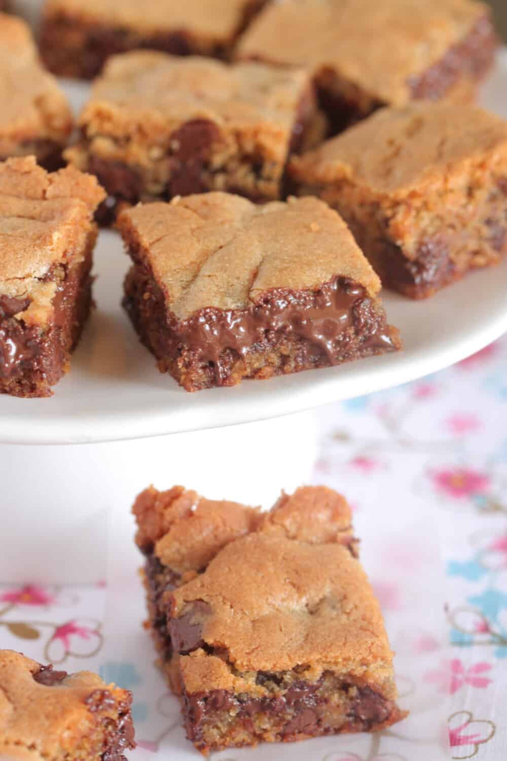 chocolate chip cookie bar squares