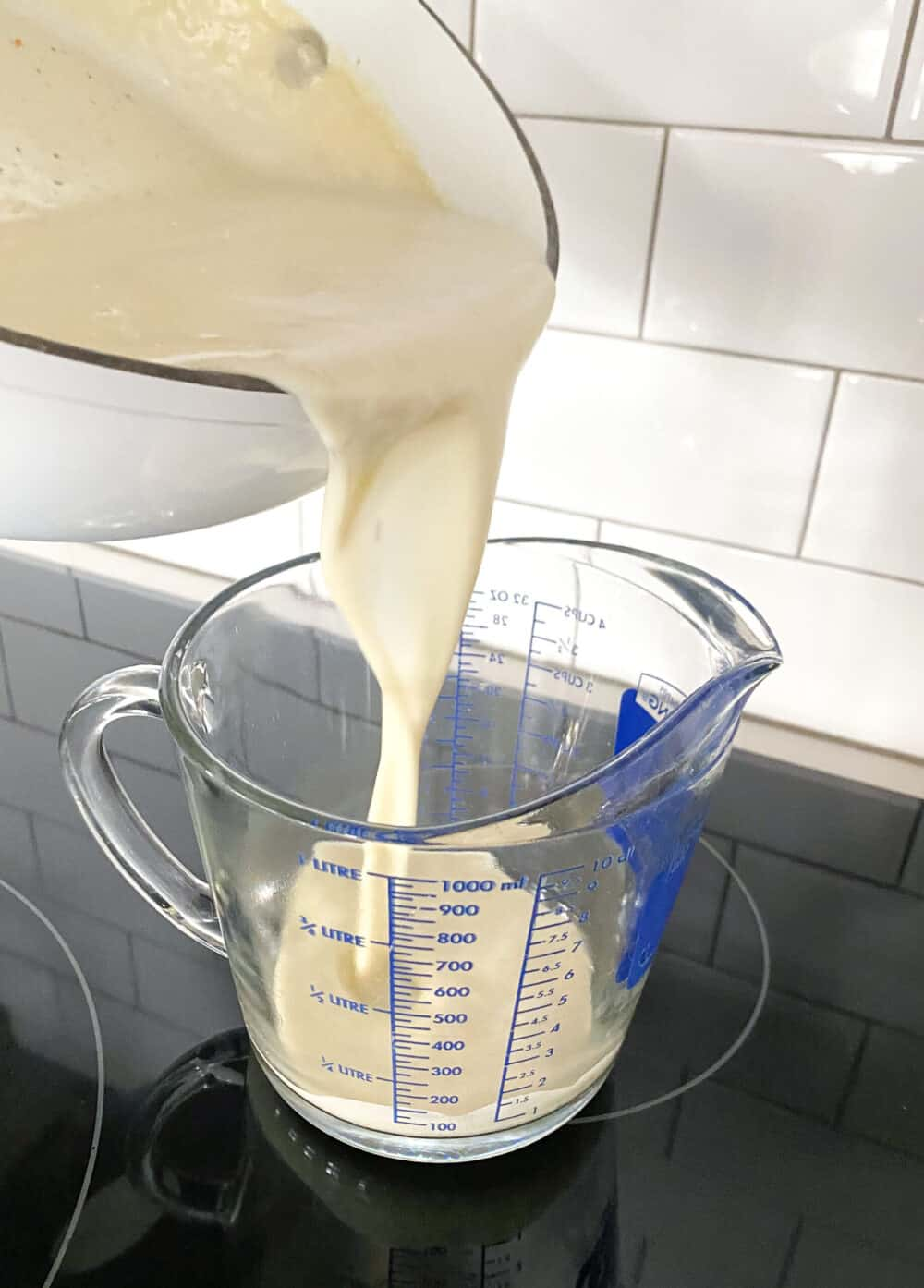 preparing alfredo sauce for chicken spaghetti