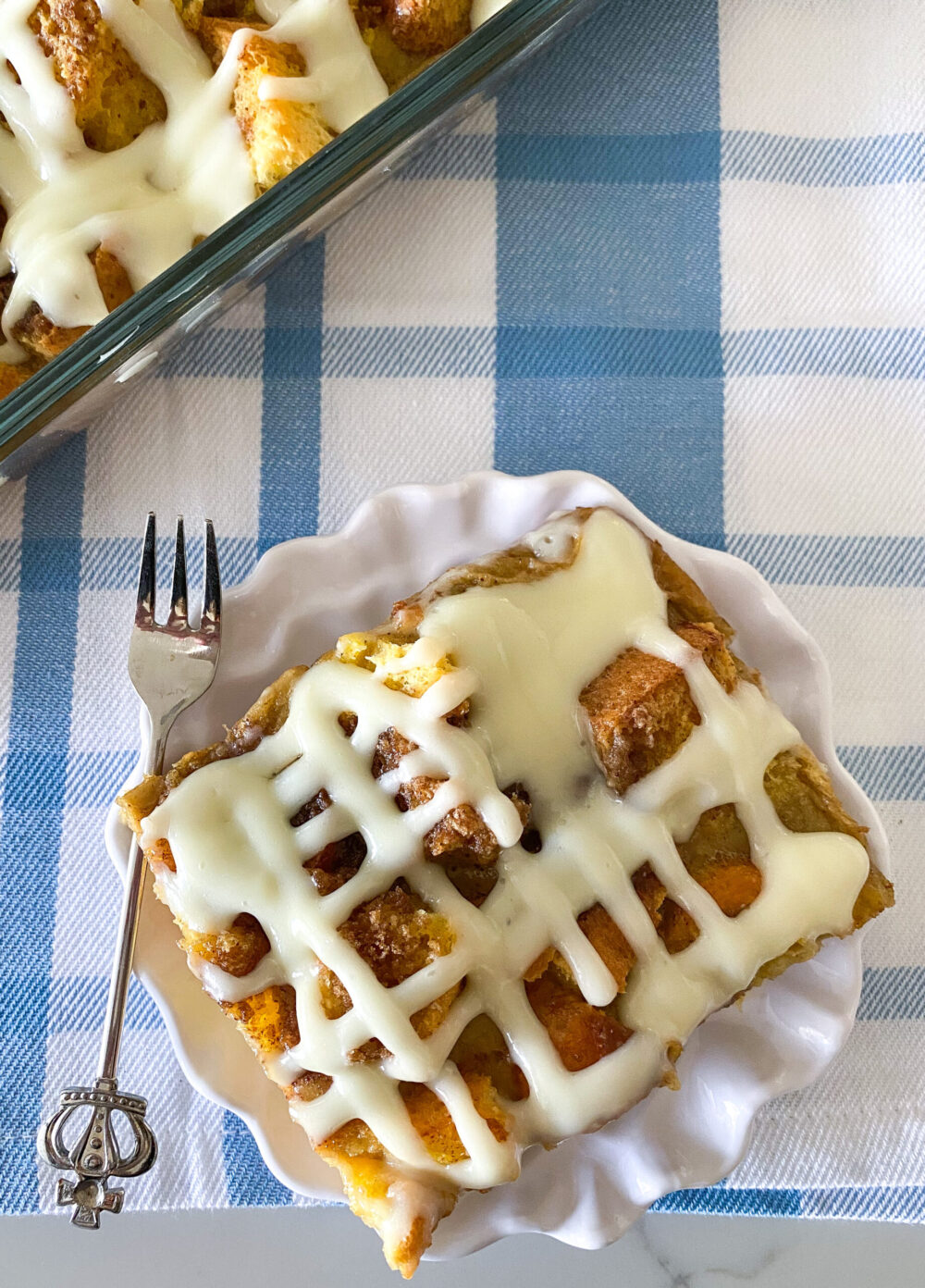cutting cinnamon roll french toast bake into squares