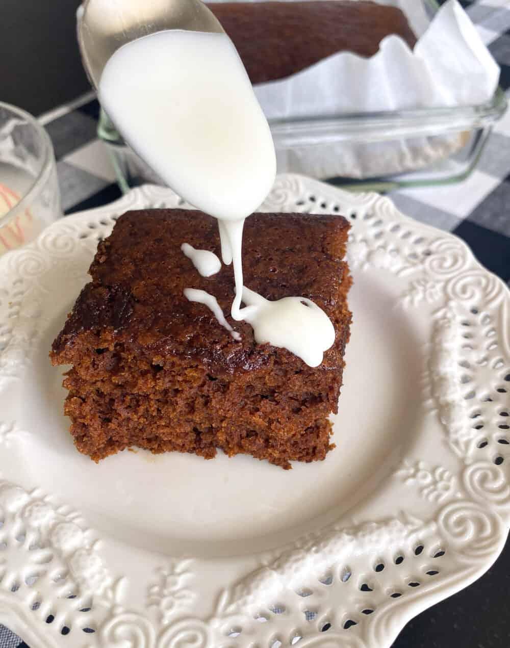 icing gingerbread cake
